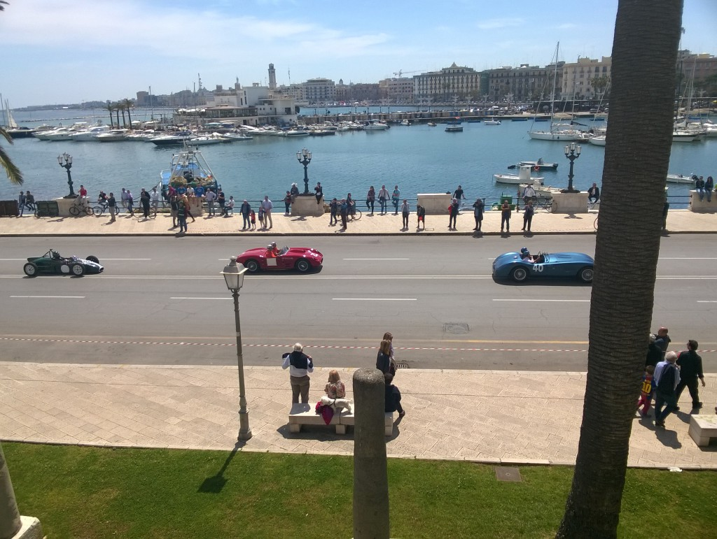 Wathcing the gran Premio in Bari, Classic Cars zooming by!
