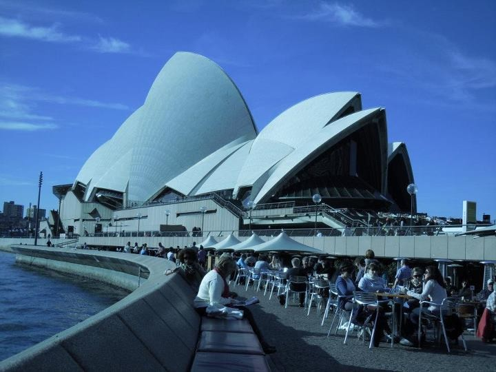The iconic view of Sydney Harbour that includes the Royal opera House